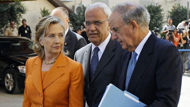 U.S. Secretary of State Hillary Clinton talks with Palestinian negotiator Saeb Erakat and U.S. Mideast envoy George Mitchell.