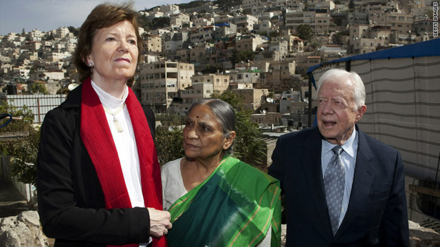 Fmr. Irish President Mary Robinson, fmr. U.S. President Jimmy Carter and Indian activist, Ela Bhatt in Silwan, Oct. 21, 2010.