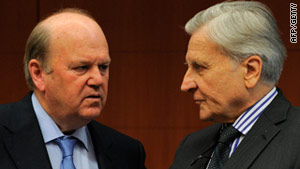 ECB President Jean-Claude Trichet (R) speaks with Irish Finance Minister Michael Noonan on March 14, 2011.