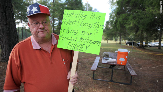 Bob Kaylor of Jackson, Georgia, was part of a smaller contingent that protested Troy Davis' supporters outside the prison.