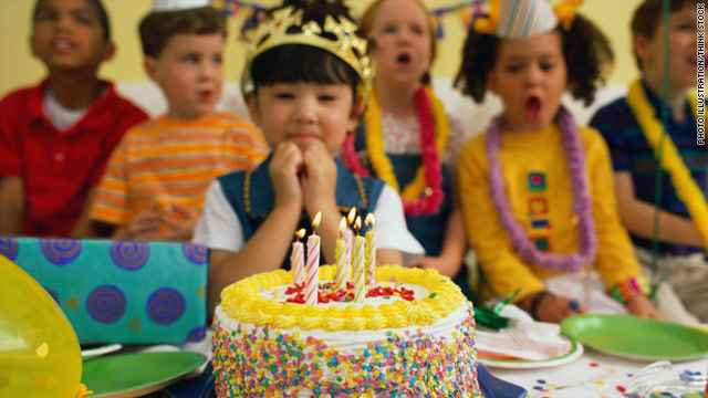 Food allergies can hamper the fun at birthday parties, but you can be a hero by providing food that allergic kids can eat.