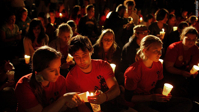 People hold  candlelight vigil to remember those who have died of AIDS on World AIDS Day  2006 in Washington.