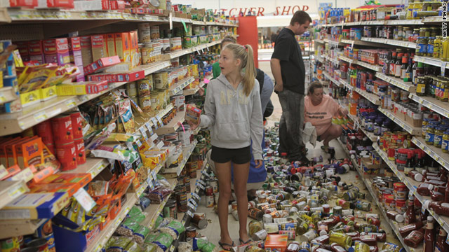 Volunteers help restock shelves in Mineral, Virginia, just a few miles from the epicenter of Tuesday's earthquake.
