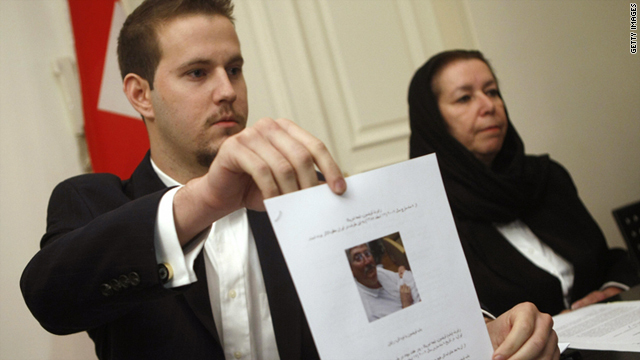 Daniel Levinson, left, shows a picture of his father, Robert Levinson, during a press conference with his mother in 2007.