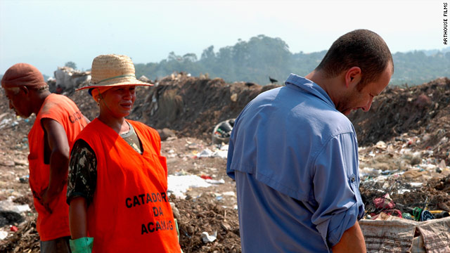 Filmmaker Lucy Walker followed artist Vik Muniz as he photographed workers at the Jardim Gramacho landfill in Brazil.