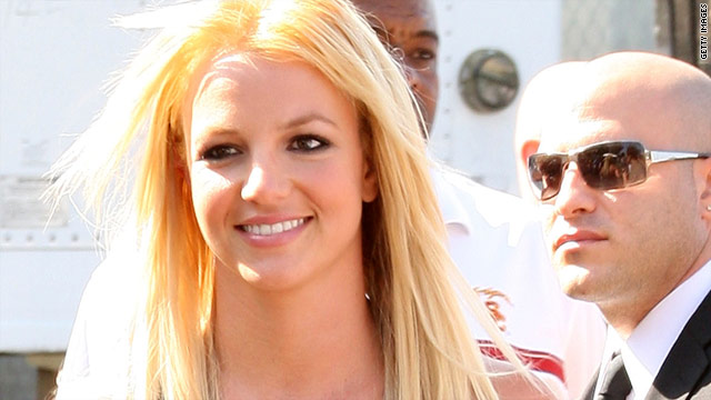 Britney Spears arrives at the 2009 Teen Choice Awards.