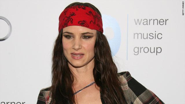 Juliette special actress singer juliette lewis stopped by warner s