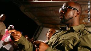 Wyclef Jean shot in hand in Haiti