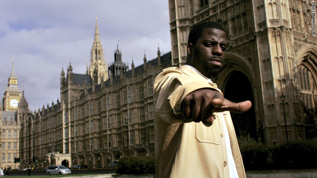 "Che ""Rhyemfest"" Smith outside the Houses of Parliament in London in 2006."
