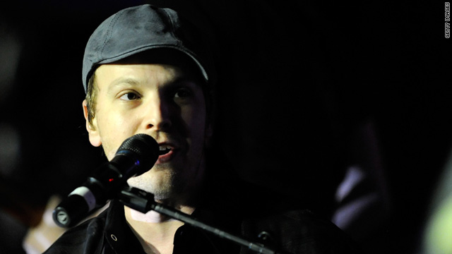 No arrests have been made, but New York police are investigating the assault of singer Gavin DeGraw.