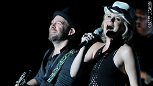 Sugarland is planning a private memorial to honor fans who were killed when a stage collapsed Saturday.