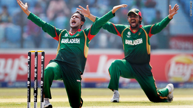 Bangladesh captain Shakib Al Hasan (L)  and team mate Shahriar Nafees appeal successfully for the wicket of Wesley Barresi.