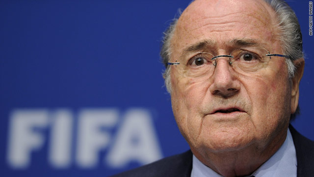 FIFA president Sepp Blatter has been widely criticized for failing to address questions about corruption at a press conference.
