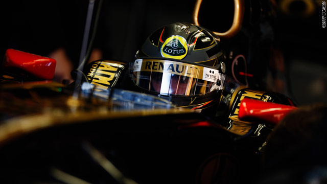 Nick Heidfeld has impressed Renault's F1 team with his speed at pre-season testing in Jerez, Spain.