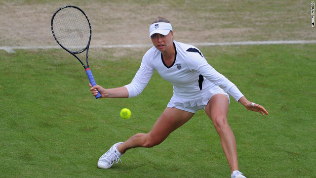 Vera Zvonareva ended the comeback of Serena Williams with a hard-fought three-hour victory at Eastbourne.