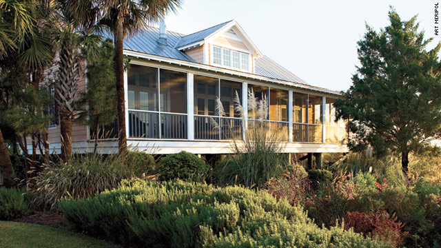 The Cottages on Charleston Harbor are a 10-minute drive from downtown with waterfront Lowcountry views.