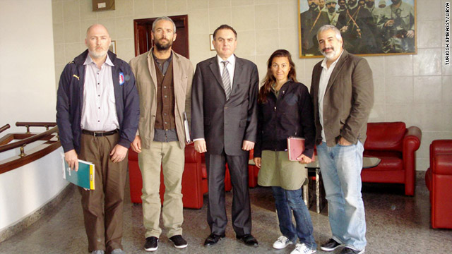 Stephen Farrell, from left, Tyler Hicks, Ambassador Levent Sahin Kaya, Lynsey Addario, and Anthony Shadid pose on Monday.