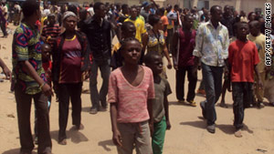 People displaced by post election violence seek refuge at the Bukavu military barracks, in Kano, on April 21, 2011.