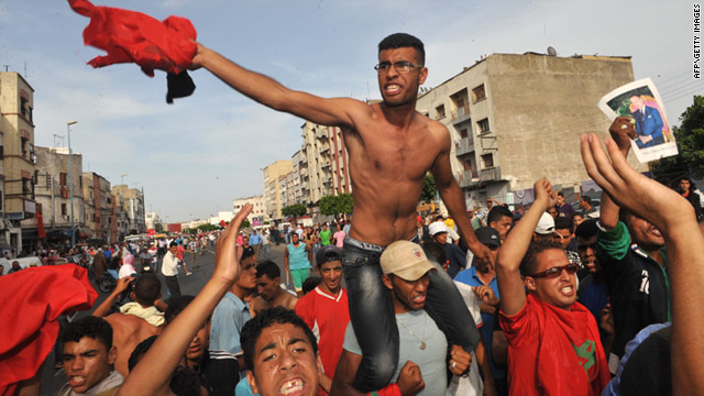 Pro-constitution Moroccans try to block a protest on Sunday in Casablanca called by the country's youth movement.