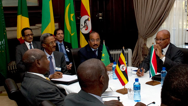South African President Jacob Zuma (R) chairs an African Union (AU) meeting on Libya in Pretoria on Sunday.