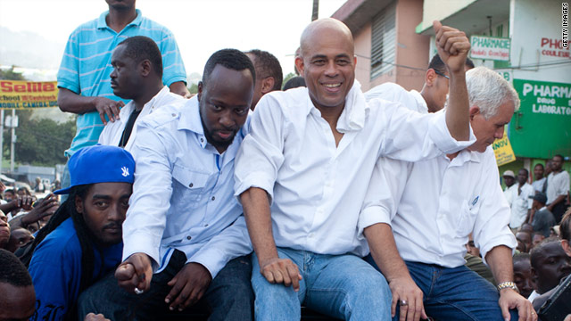 Runoff candidate Michel Martelly (C) with singer Wyclef Jean (L) during an election protest in November 2010.