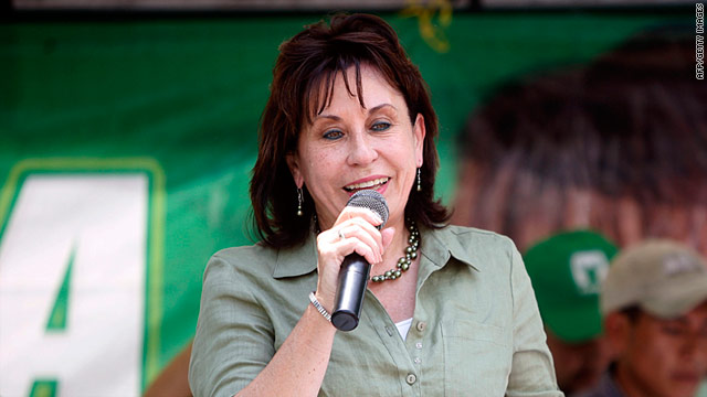 Sandra Torres, presidential candidate for the Unidad Nacional de la Esperanza (UNE) and Gran Alianza Nacional (GANA) parties, delivering a speech in San Marcos on April 8.