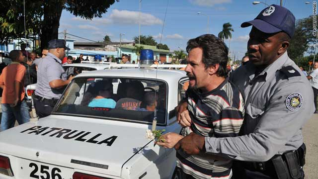 Cuban opposition activists are arrested by police in Santa Clara on January 28, 2011.