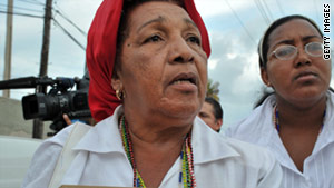 Reina Luisa Tamayo and 12 relatives will land in Miami as political refugees.