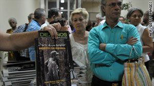 "People line up at a Havana store on Tuesday to buy ""Diary of a Combatant,"" the diary of Ernesto ""Che"" Guevara."