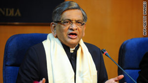 Indian external affairs minister S.M. Krishna invited his Pakistani counterpart to India to resume peace talks.