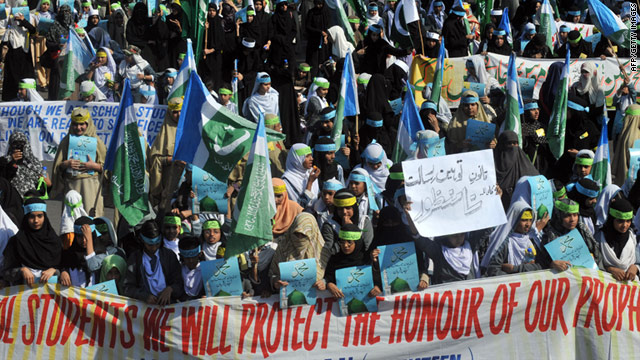 Activists of Jamaat-e-Islami Pakistan march on January 27 against the reform of the country's controversial blasphemy law.