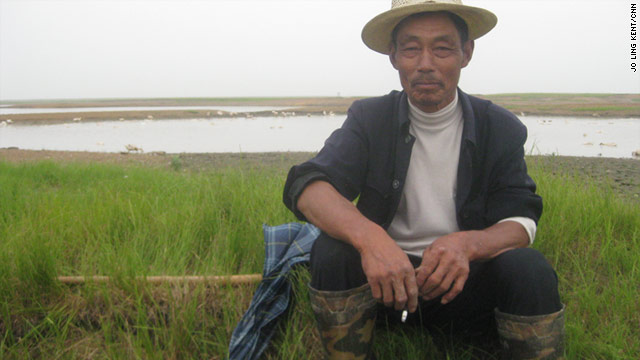 Farmers and fishermen say the Three Gorges Dam has affected water levels in Dongting Lake in recent years.