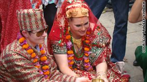 An American lesbian couple married Monday in a Kathmandu temple in accordance with Hindu tradition.