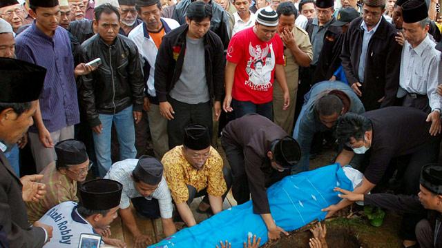 Members of the Ahmadiyah Islamic sect bury a fellow member in Banten province on February 8, 2011