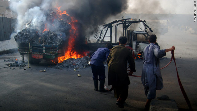 Ethnic and political violence has led to the deaths of more than 1,000 people this year, Pakistani human rights groups say.