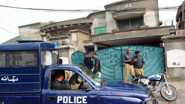 Police stand guard outside Warren Weinstein's house in Lahore, Pakistan on August 13.