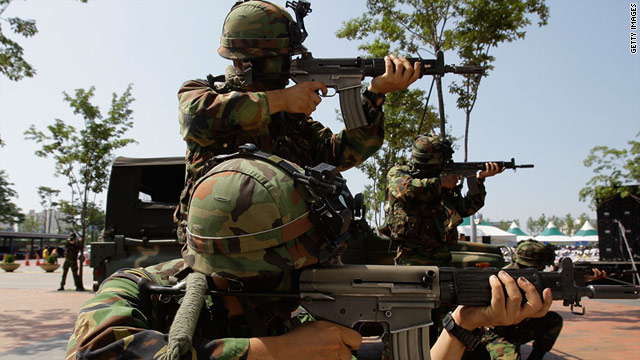 """South Korean soldiers take part in anti-terror drills as part of the 2010 """"Ulchi Freedom Guardian"""" exercise."""