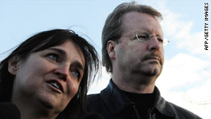 Curt Knox and Edda Mellas speak to the media on December 5, 2009, as they leave Perugia's prison.