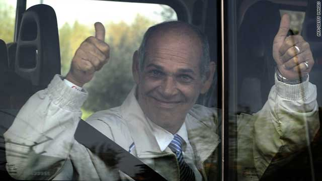 Cuban dissident Orlando Fundora, who was arrested in 2003, gives the thumbs up as he leaves Madrid's Barajas airport Friday.