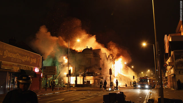 London's riot-hit streets have been compared to Mogadishu by one German magazine.