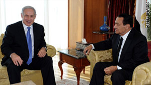 "Egyptian President Hosni Mubarak (R) warned Benjamin Netanyahu against ""any new assault on the people of Gaza."""