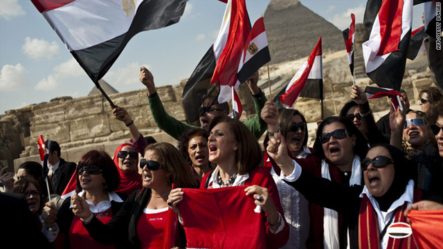 Egyptian tour guides rally near the pyramids outside Cairo on Monday.