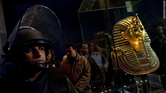 A soldiers stands guard next to Tutankhamun's gold funerary mask inside the Egyptian Museum on February 16, 2011.