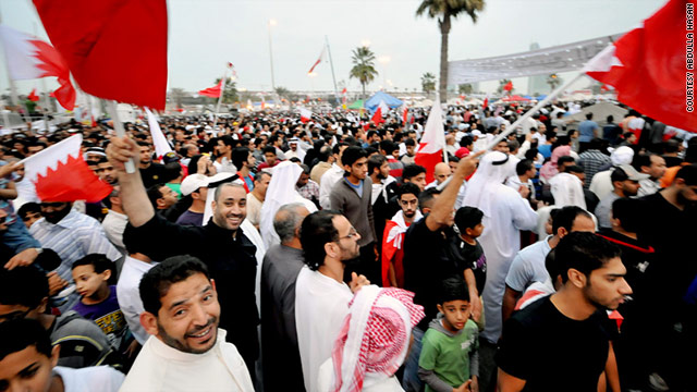 Saudi Arabian Shiites in Bahrain call for the release of Shiite prisoners.