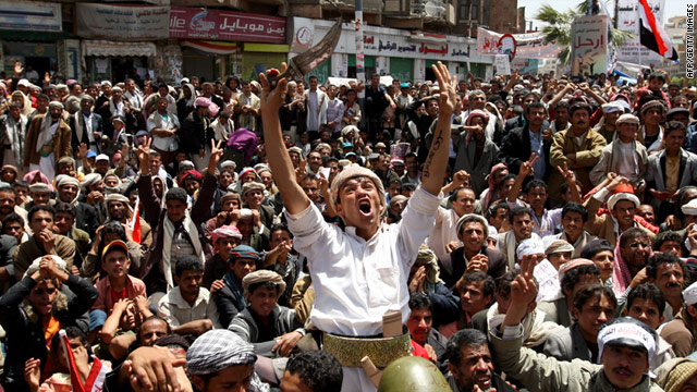 Tens of thousands of Yemeni protesters demonstrated again on Sunday against the government in Sana.