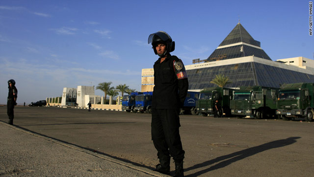 Police stand guard outside the Sharm el-Sheikh Hospital where ousted president Hosni Mubarak is being treated.