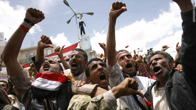 Anti-government protesters call for the resignation of Yemeni President Ali Abdullah Saleh, in Sanaa on May 23, 2011.