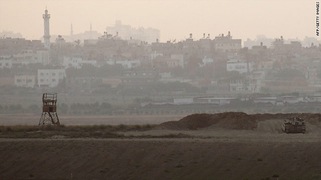 An Israeli tank positions itself in front of Gaza on Saturday near the southern Israeli kibuttz of Nahal Oz.