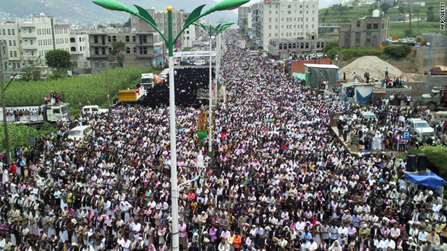 Thousands of Yemenis take part in Friday noon prayers in the city of Ibb, on September 2.