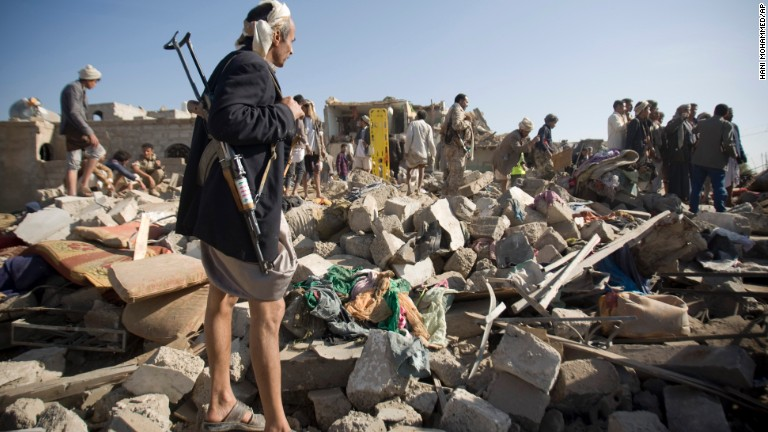 Saudis target Yemen military compounds